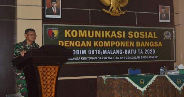 MEMBUKA: Kasdim 0818/Malang-Batu Mayor Arh Joko Istianto saat membuka kegiatan Komsos bersama pecinta sepeda ontel dan pecinta kopi.