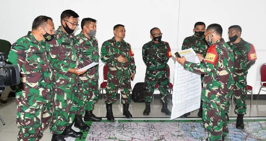 PELATIHAN: Prajurit Korem 083/Bdj saat melaksanakan pelatihan Gladi Posko 1 Korem 083/Bdj.