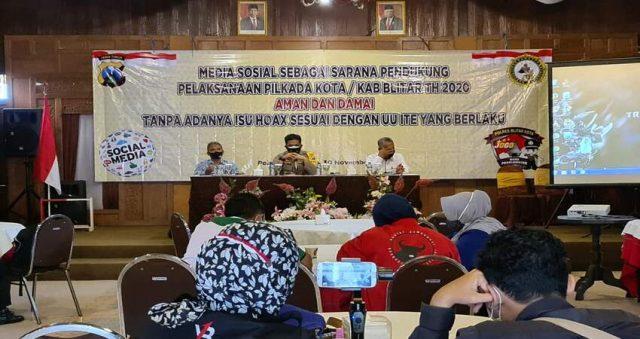 Sosialisasi penggunaan media sosial sebagai sarana pendukung pelaksanaan Pilkada Kota / Kabupaten Blitar Tahun 2020, Aman Dan Damai Tanpa Adanya Isu Hoax.