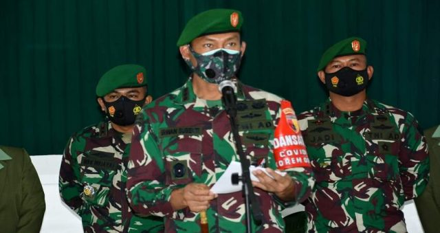 AMANAT: Danrem 083/Bdj Kol Inf Irwan Subekti saat menyampaikan amanatnya pada Sertijab Dandim 0822/Bondowoso.