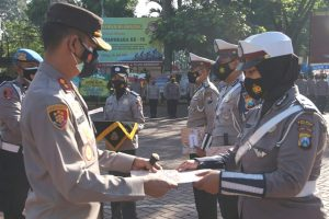 Kapolres Malang Beri Penghargaan Anggota di Bidang Penanganan Covid-19