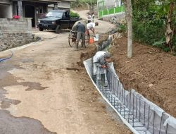 Dibantu Warga, Satgas TMMD ke-112 Kejar Pembuatan Drainase di Tengah Musim Hujan