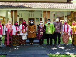Bupati Ipuk Berbagi Semangat Bersama Komunitas Penyintas Kanker Payudara 'Osing Pink'